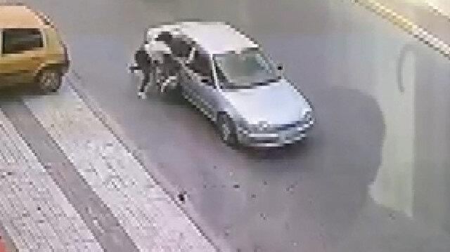Esenyurt'ta kapkaççı dehşeti: Çantasını aldıkları kadını metrelerce sürüklediler