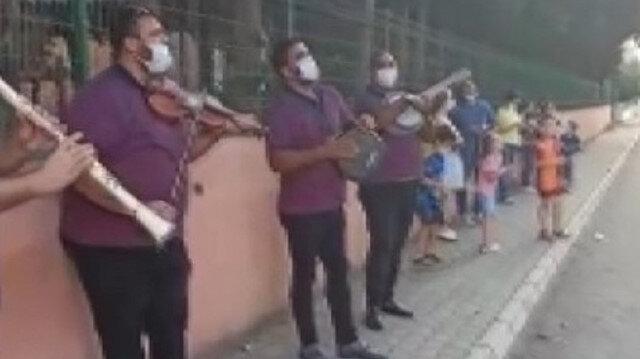 Koronavirüse yakalanan müdüre çalgılı şarkılı moral
