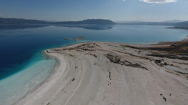 Bakan Kurum açıkladı: Salda'nın 'Beyaz Adalar' bölgesinde göle ve plaja giriş yasaklandı