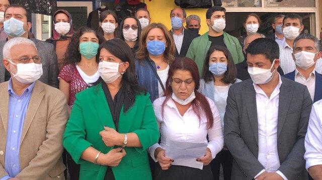 HDP'li vekillerden polise hakaret: Terbiyesiz, bana sicili söyle