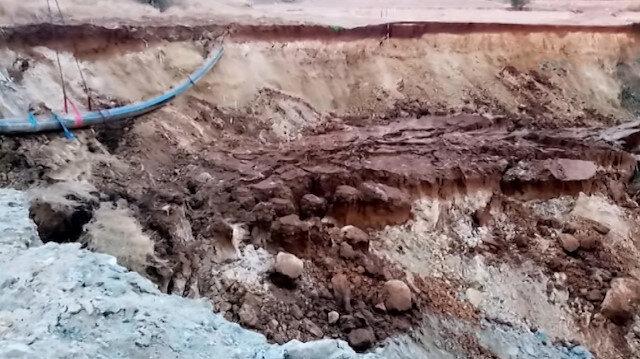 Tekirda'da toprak çökmesi sonucu meydana gelen 10 metrelik dev çukur görenleri şaşkına çevirdi