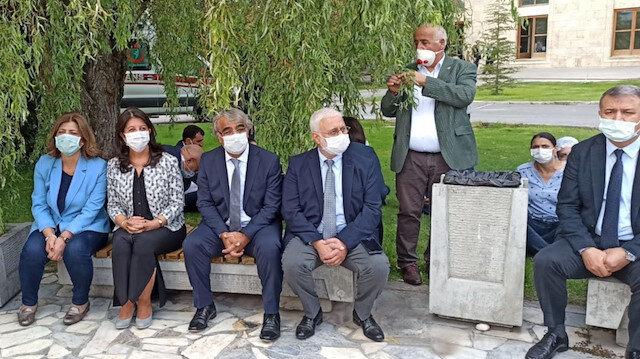 HDP'liler yeni yasama yılı açılış törenine katılmayıp TBMM bahçesinde eylem yaptı