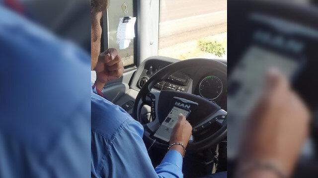 Şehirlerarası otobüs şoföründen tepki çeken hareket: Bir elinde telefon, bir elinde çekirdek ile direksiyon salladı