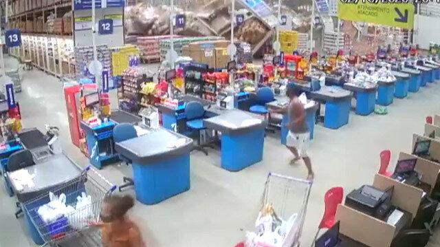Brezilya'da bir süpermarkette metal raflar domino taşı gibi devrildi: Bir ölü, sekiz yaralı