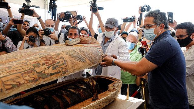 Mısır'da 2 bin 500 yıllık mumya lahitleri ilk kez açıldı