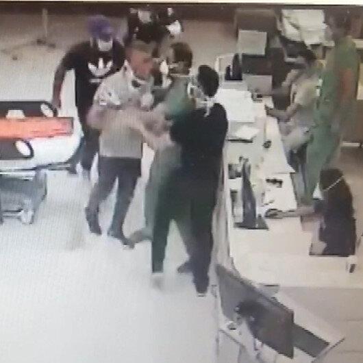 İzmirde iki doktor ve bir hastane polisinin darp edildiği anlar kamerada