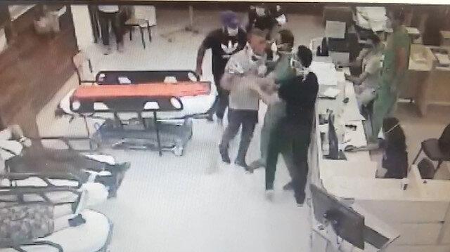 İzmir'de iki doktor ve bir hastane polisinin darp edildiği anlar kamerada