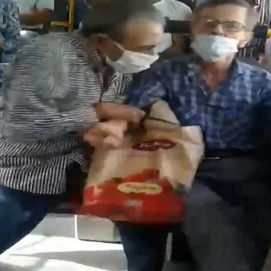İzmirde otobüste sosyal mesafe kavgası: Yanında oturan yolcuyu kaldırmaya çalıştı