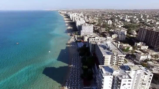 KKTC'nin 'Hayalet Şehri' kapılarını açıyor: 1974'ten beri kapalı olan Kapalı Maraş Plajı Perşembe günü halka açılıyor