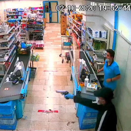 Adanada tabancayla market soyan zanlı polisten kaçamadı