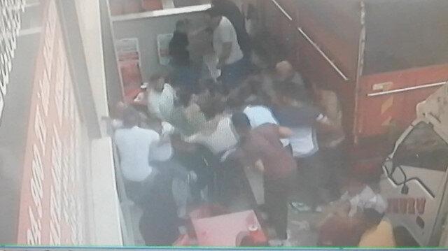 Esenyurt'ta pazarcıların levyeli sandalyeli yer kavgası