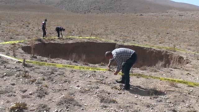 Konya'da oluşan 20 metre derinliğindeki obruk görenleri şaşkına çevirdi