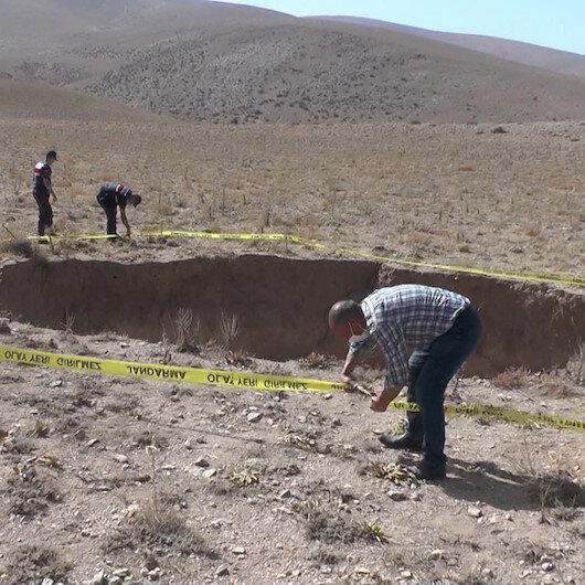Konyada oluşan 20 metre derinliğindeki obruk görenleri şaşkına çevirdi