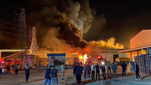 Konya'daki şeker fabrikasında çıkan yangın paniğe neden oldu