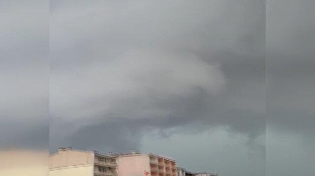 Meteorolojinin uyarılarının ardından Marmaraereğlisi'ni hortum vurdu