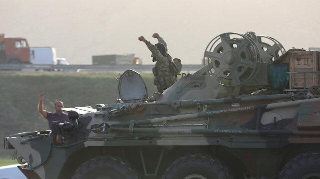 Ermenistan ordusu kaçıyor: Askeri araçları ve eşyalarını bıraktılar