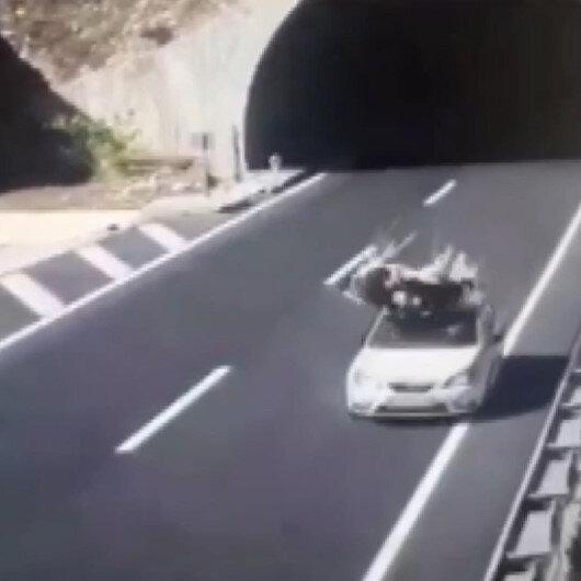 Kahramanmaraşta tünel çıkışında başıboş gezen ineğe otomobil böyle çarptı