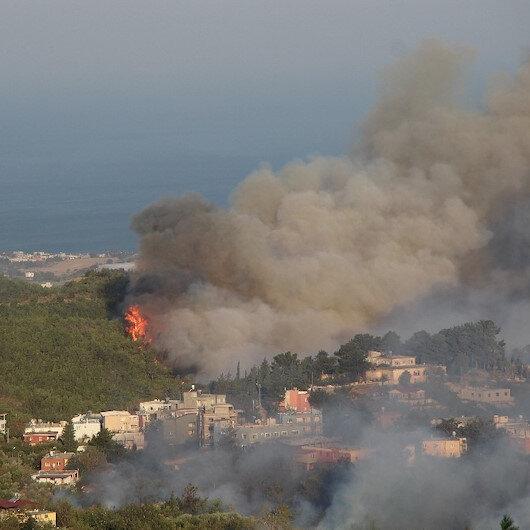 Hatayda orman yangınlarına havadan ve karadan müdahale sürüyor