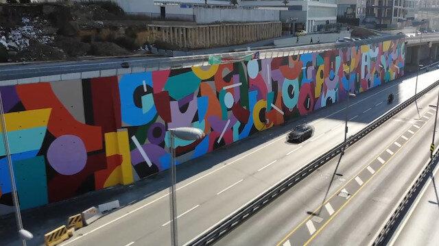 Halkı isyan ettiren İBB icraatı: Çiçek ve yeşillikle donatılan dikey bahçeler gitti yerine dev grafitiler geldi