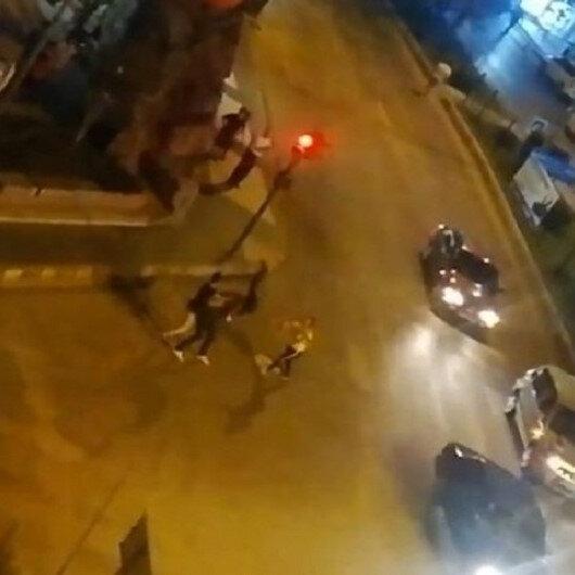 Antalyada cadde ortasında kick boks müsabakasını aratmayan kavga