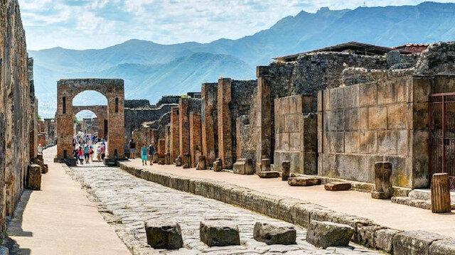Pompei'den çaldığı taşları 15 yıl sonra geri getirdi: Lanetlendim, lütfen onları geri alın!