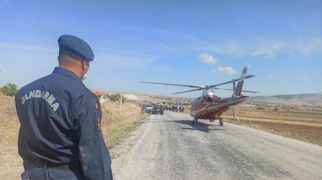 Afyonkarahisar'da ambulans helikopter kazada ağır yaralanan kişi için karayoluna indi