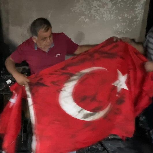 Hatayda alevlerin sardığı evden geriye sadece Türk bayrağı kaldı