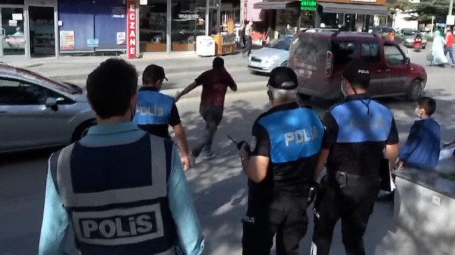 Çorum'da maske takmayan kişi polisi görünce kaçtı