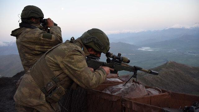 PKK'lı teröristler Şırnak'ta teslim oldu