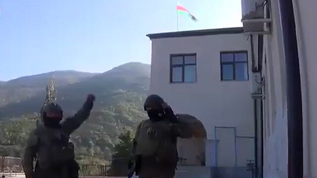 Azerbaycan ordusundan söylentilere son verecek paylaşım: Ecdatlarımızın bize yadigarı bu bayrak, artık Hadrut'un merkezinde asılı!