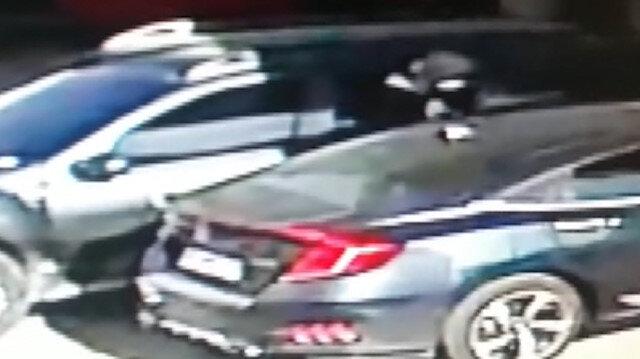 İzmir'de otomobilden 150 bin liranın çalındığı anlar güvenlik kamerasında