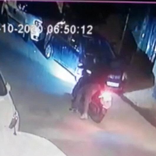 Esenyurtta motosikletli iki kişi erkek kuaförüne kurşun yağdırdı