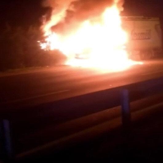 Bursa'da bir kamyon ve bir minibüs alev alev yandı