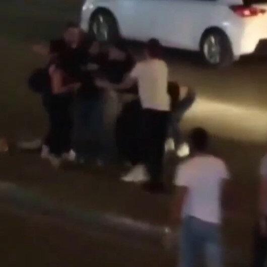 Bursada iki genç kız yol ortasında saç saça baş başa birbirine girdi: Vatandaşlar ayırmakta güçlük çekti