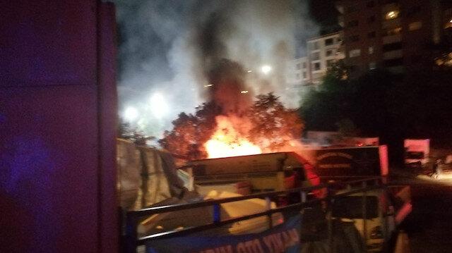 Kağıthane'de bir otoparktaki dorseler alev alev yandı