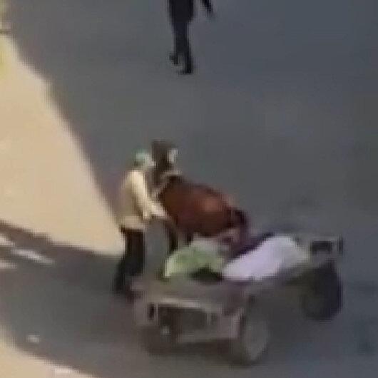 Iğdırda yorgunluktan arabayı çekemeyen atı şişleyen vicdansız kamerada