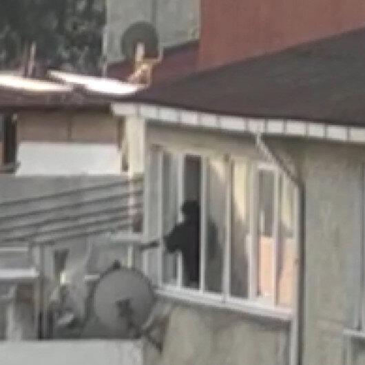 Avcılarda komşularıyla tartışan şahıs cama çıkarak pompalı tüfekle dehşet saçtı: Dört kişinin yaralandığı olay kamerada