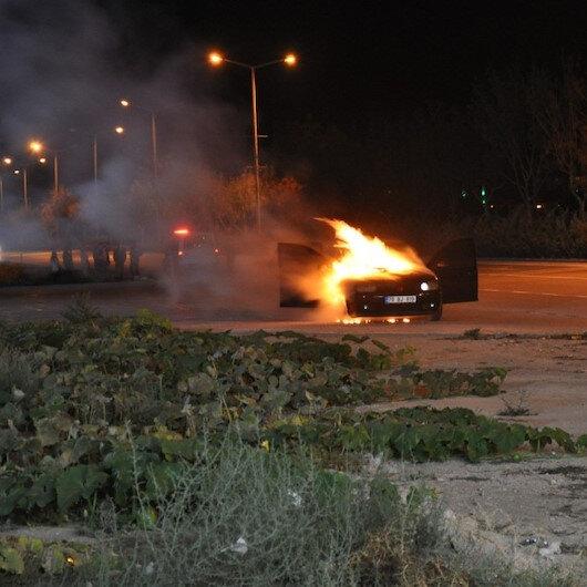 Karamanda seyir halindeki otomobil alev topuna döndü