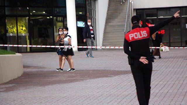 Çekilen şeridi geçmeye çalışanlara polis isyan etti: Burası Survivor parkuru değil, üzerinden atlamayın