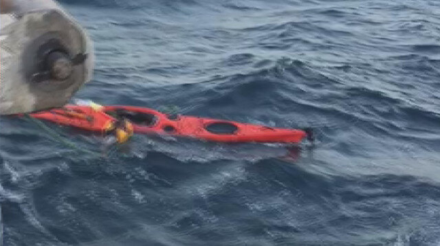 Marmara Denizi'nin ortasında kanosuna sarılıp yardım bekleyen adam kurtarıldı