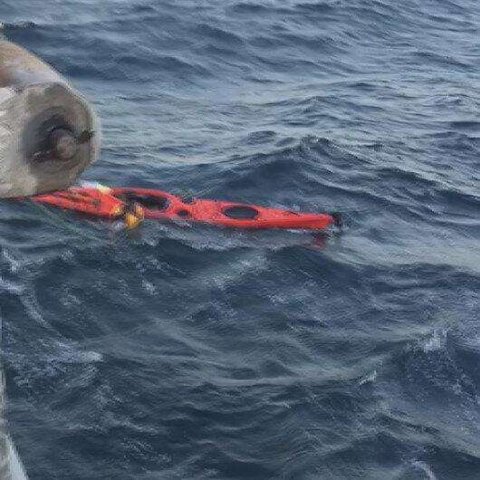 Marmara Denizinin ortasında kanosuna sarılıp yardım bekleyen adam kurtarıldı