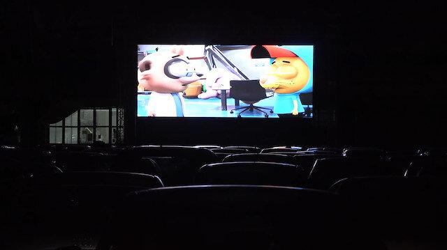 Isparta'da kapalı pazar arabalı sinemaya çevrildi: 'Arabanı Çek İzle'