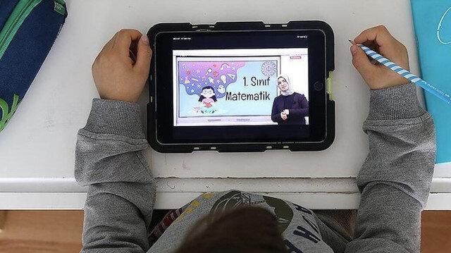 Bakan Selçuk'tan velilere tablet uyarısı: Kötü niyetli kişilere dikkat edin
