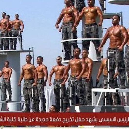 Mısırda tuhaf resmi geçit töreni alay konusu oldu