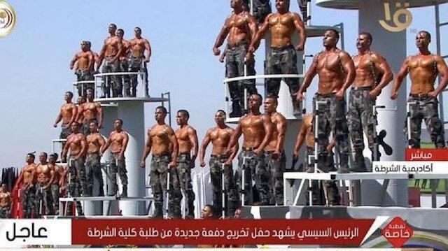 Mısır'da tuhaf resmi geçit töreni alay konusu oldu