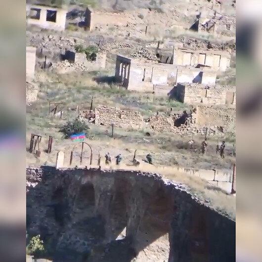 Hasret köprüsüne bayrak dikildi: Bu bizim Hudaferimizdi diyerek ağlamıştı, 7 sene sonra o köprü işgalden kurtarıldı