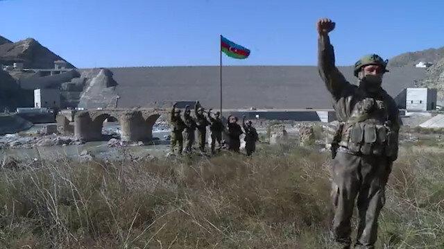 Azerbaycan Cumhurbaşkanı Aliyev paylaştı: Hudafer Köprüsü'ne bayrak dikildi!