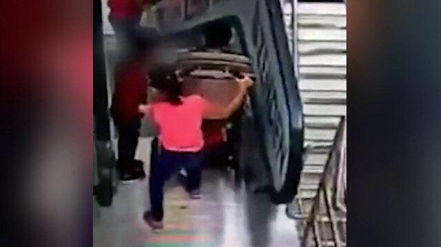 Rusya'da iki kardeş yürüyen merdivenlerden takla atarak aşağıya düştü