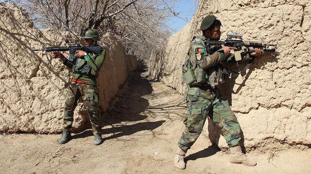 Afganistan'da Taliban militanlarıyla güvenlik güçleri arasında çıkan çatışmada, 25 güvenlik görevlisi öldü