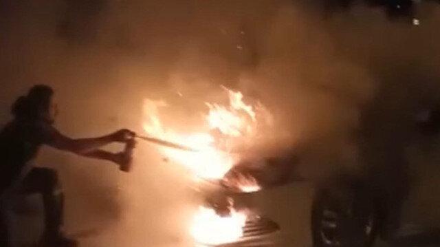 Hatay'da yanan araca vatandaşlar müdahale etti